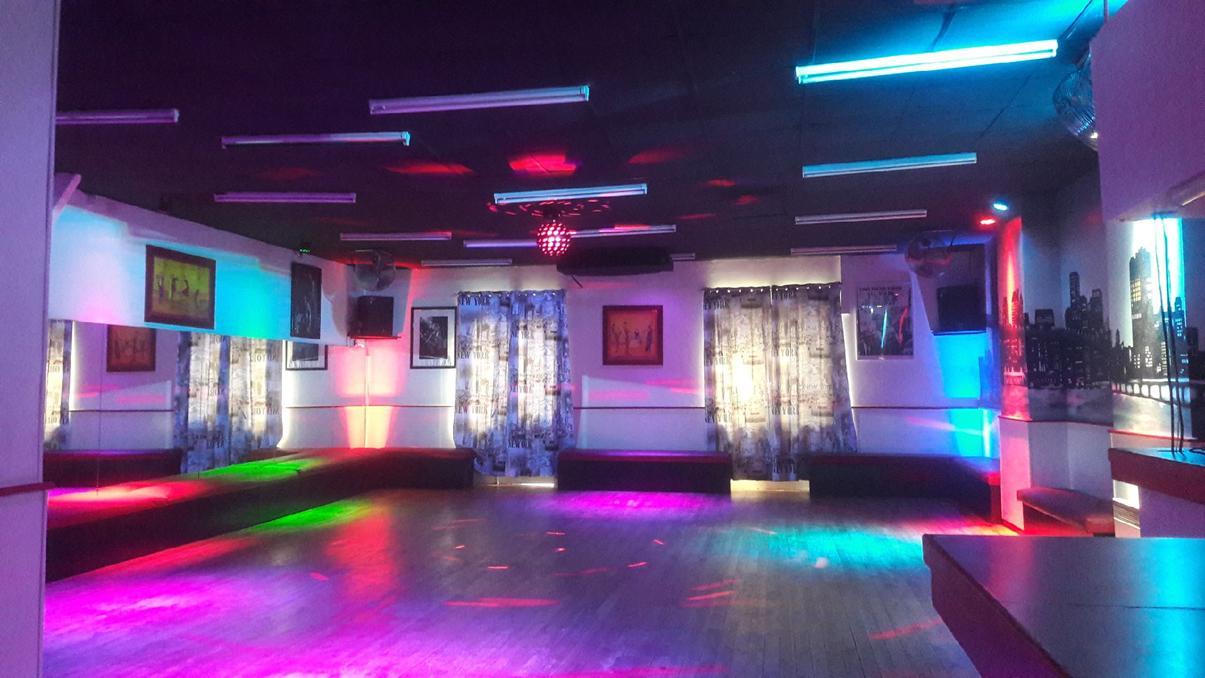 salle de danse et éclairages